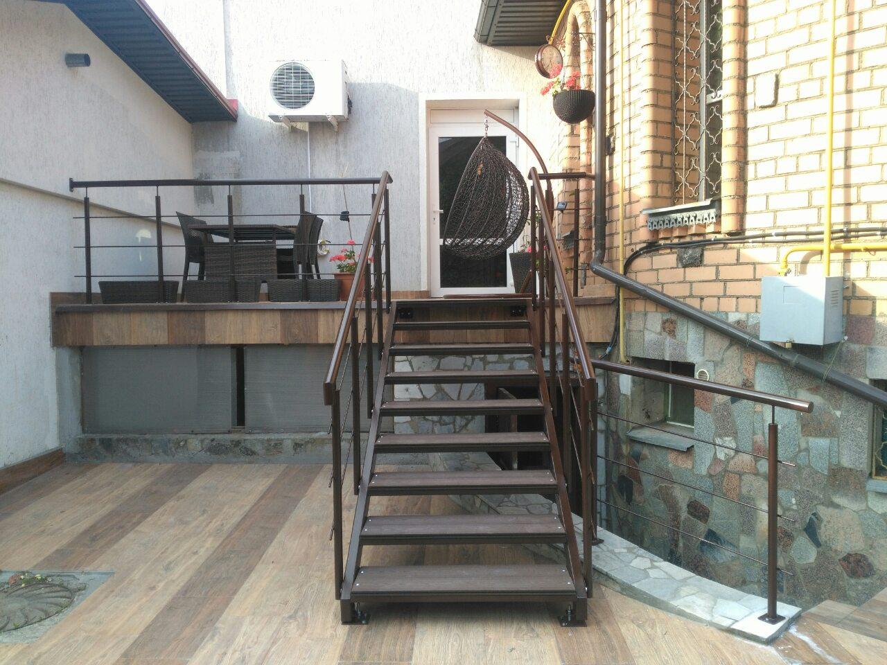 Готовая лестница для крыльца